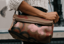 10 Items To Always Keep In Your Purse