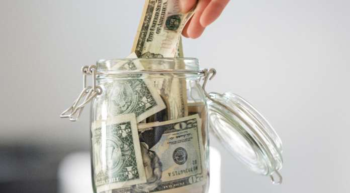 10 Tips For Saving Money While In College