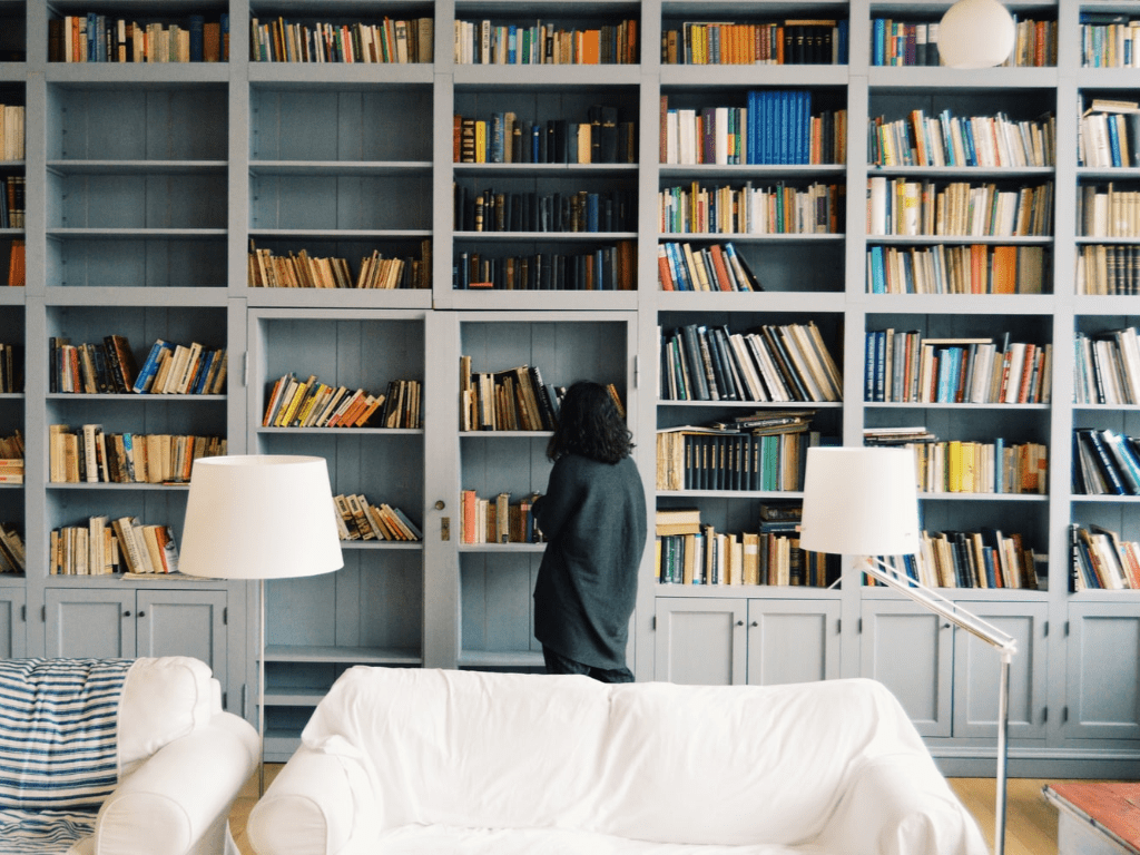 8 Things All Bookworms Need In Their Bedrooms