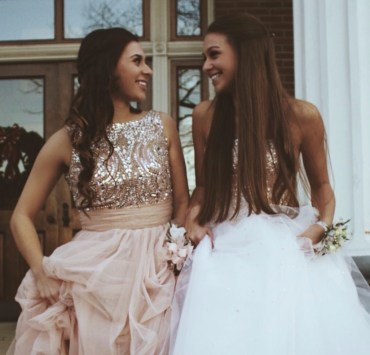 20 Dramatic Prom Dresses That'll Blow Your Date Away