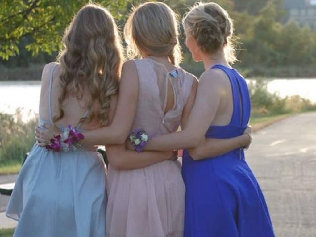 15 Cute Hairstyles For Spring Formal Every College Girl Can Pull Off