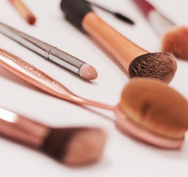 Apply Flawless Foundation, 10 Tips And Tricks On How To Apply Flawless Foundation