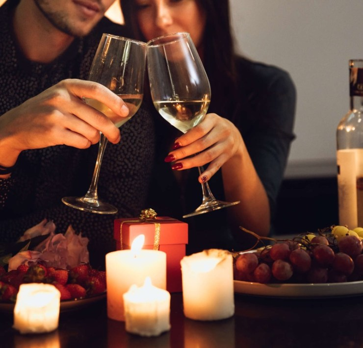 10 Ideas For A Quarantine Date Night