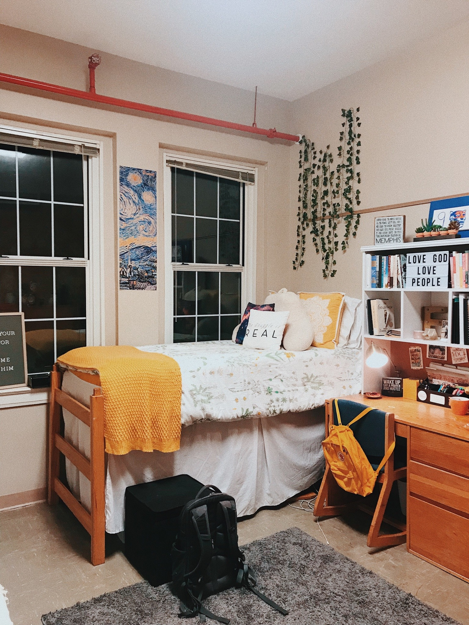 15 Items You Need for Your College Room - Society19