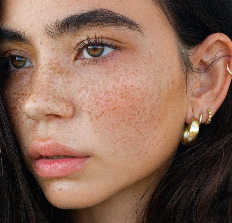 Top 5 Ways To Use Makeup To Show Off Your Freckles