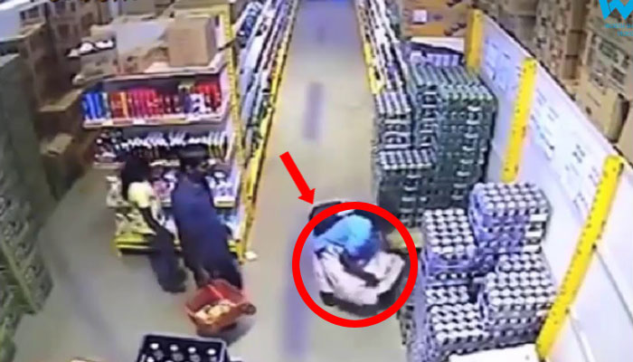 These Women Caught On Hidden Camera For Stealing Stuff Under Their Saree
