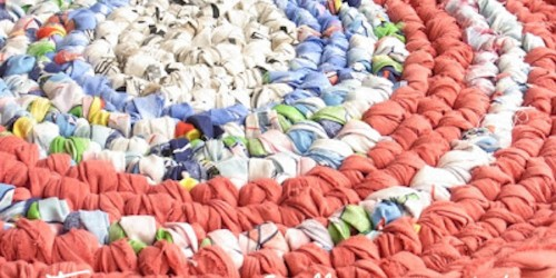 Elke Puls - gehäkelter Teppich aus Stoffstreifen