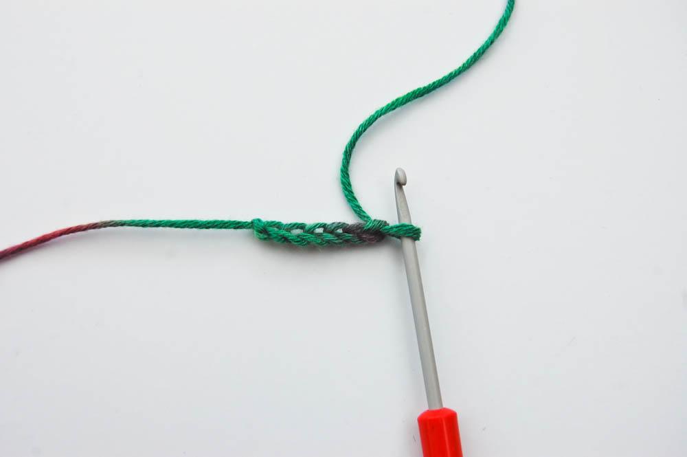 Ecke-zu-Ecke-Muster Schal häkeln, Beginn 1_Luftmaschen  Anleitung: Schal im Muster Von Ecke zu Ecke häkeln