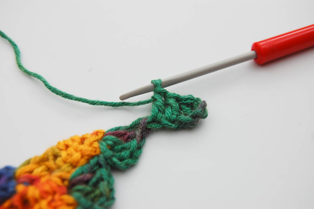 Von Ecke zu Ecke häkeln Schal Zunahmen Rand 1tes Quadrat  Anleitung: Schal im Muster Von Ecke zu Ecke häkeln