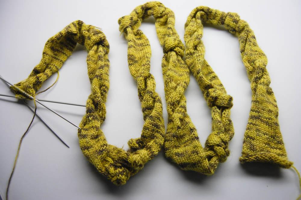gestrickter Knoten-Schal-14  Anleitung: Dekorativer gestrickter Knoten-Schal