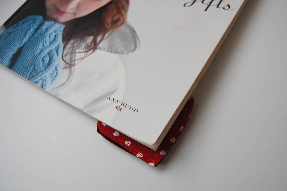 Herzchen Lesezeichen im Buch herzchen lesezeichen Anleitung: Herzchen Lesezeichen nähen