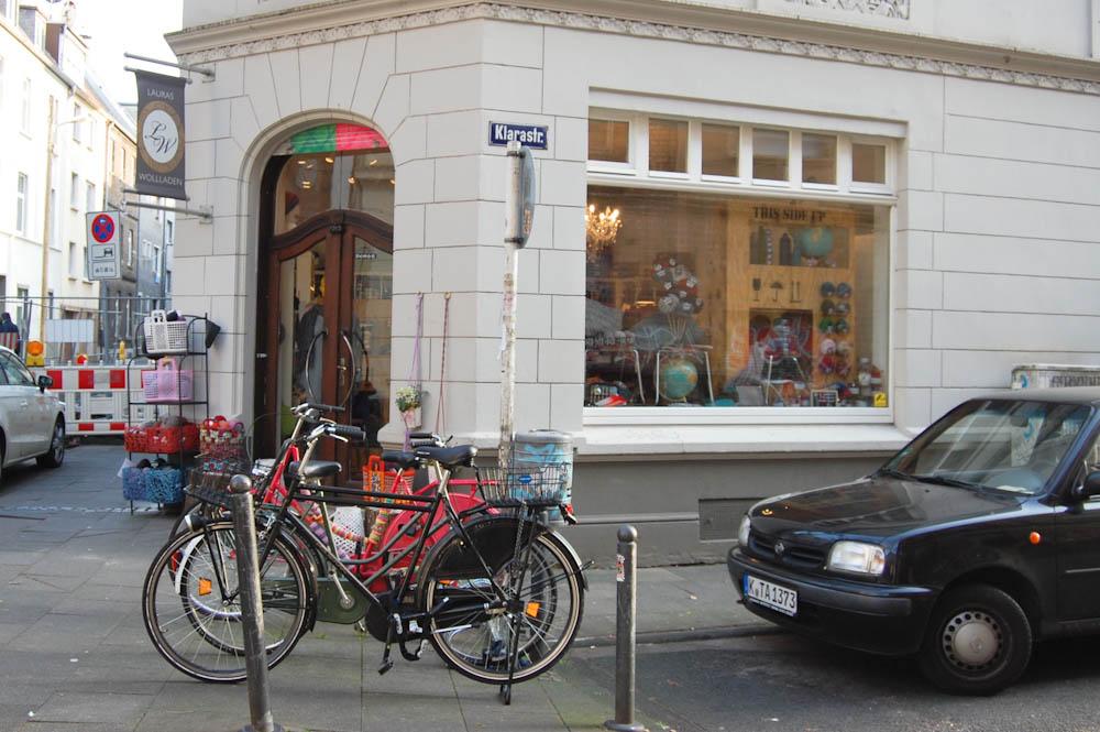Lauras Wollladen - Geschäft von außen  Laura von Welck im Interview über Lauras Wollladen