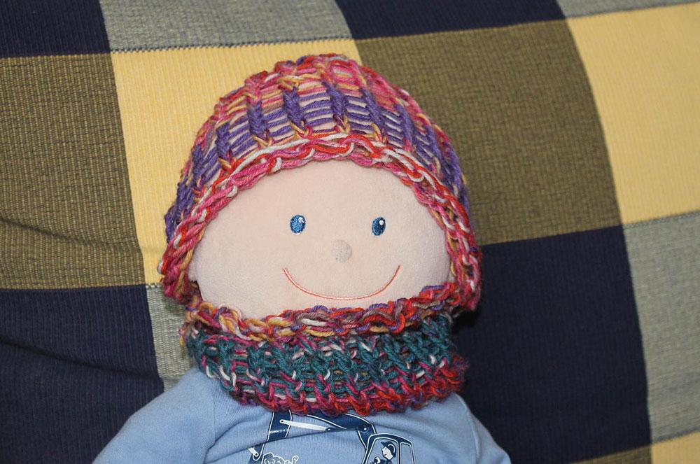 Kinder stricken - Mütze für Puppe  Kinder stricken - Die zehnjährige Martha kann es!
