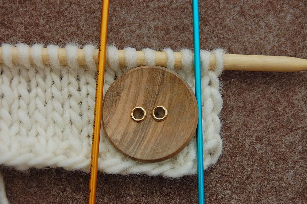 Anzahl der Maschen festlegen knopflöcher stricken Stricktipp: Knopflöcher stricken