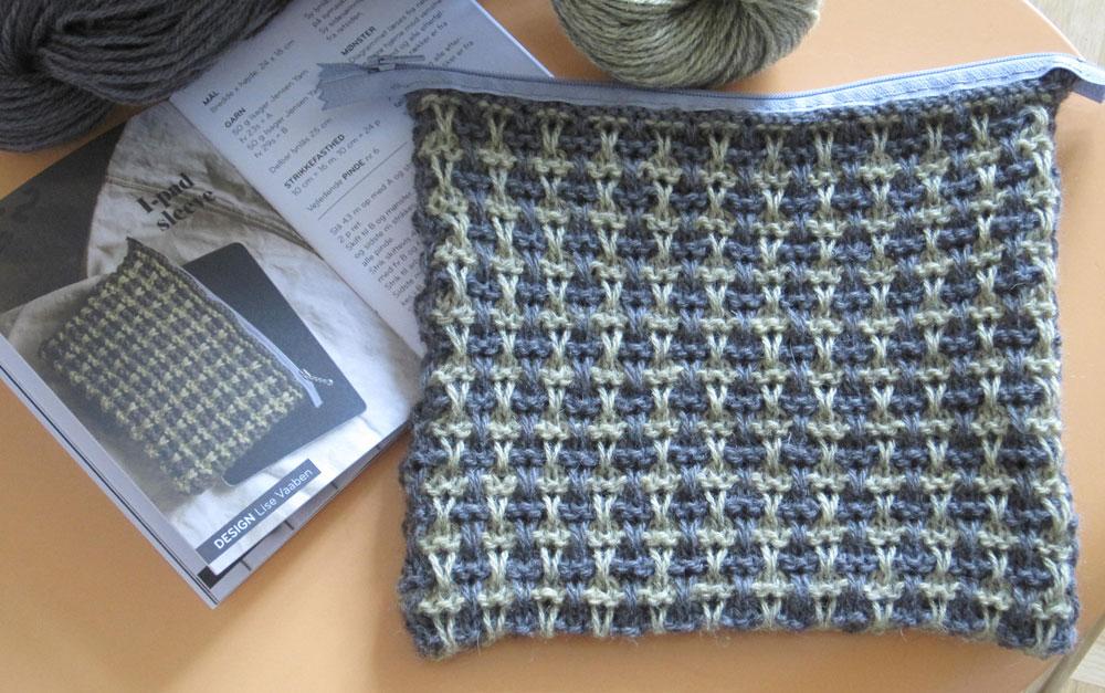 Geschenke stricken - Tablet-Täschchen - Ideen in Strick  13 wunderschöne Geschenke stricken - mit kostenlosen Anleitungen