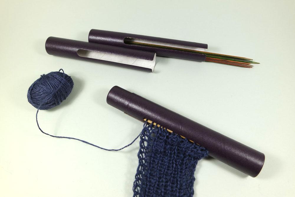 geschenke-fuer-stricker-nadelhalter-fuer-socken  17 geniale Geschenke für den Strickfan