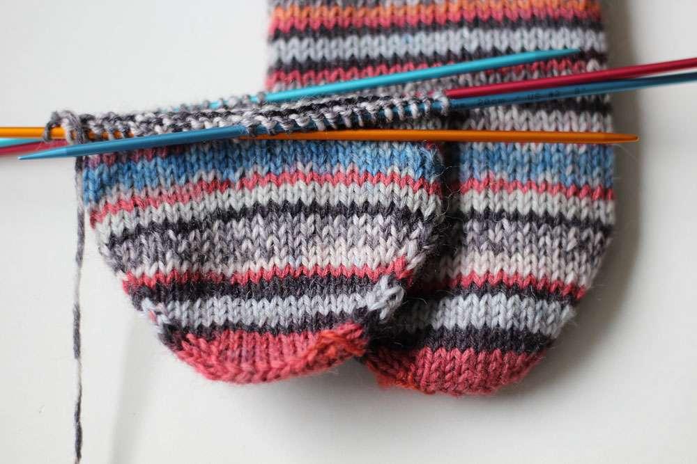Anleitung: Toe Up Socken stricken aus 6fädigem Garn