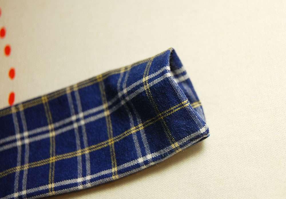 Stoffbeutel nähen aus Oberhemd - Träger umschlagen stoffbeutel nähen Nähanleitung: Stoffbeutel nähen aus einem Oberhemd
