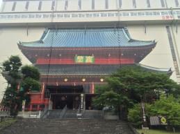 Zur Restaurierung wird der Tempel komplett von einer temporären Werkstatt umbaut.