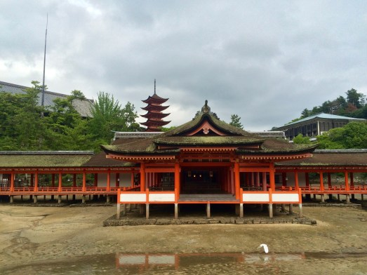 Der Itsukushima Schrein, direkt auf dem Sand gebaut