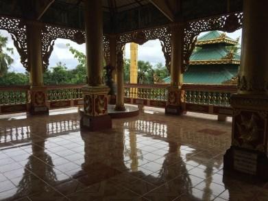 Kloster am Ortsende von Bago