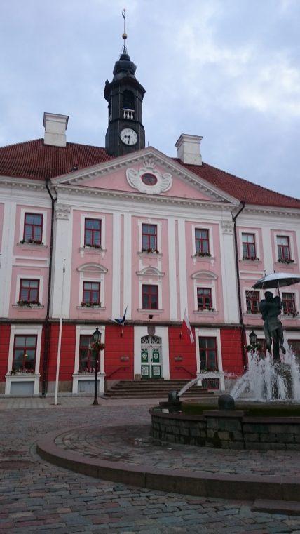 """Rathaus und die """"Küssenden Studenten"""""""