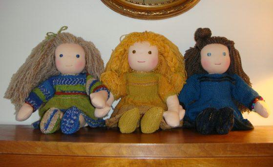 Dukke Paula, Mathilde og Sonja. Dukke Mathilde i midten er solgt.