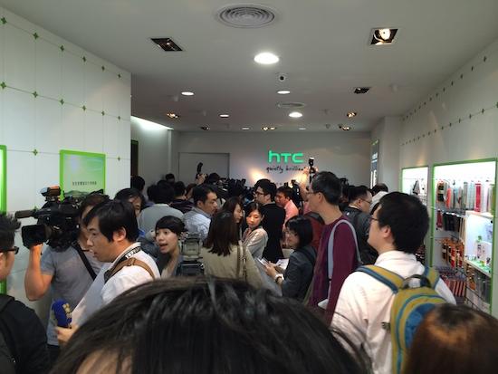 HTC One(M8) 亞洲首賣,4/30 前購買送 Dot View 炫彩顯示保護殼 2014-03-28-14.04.06