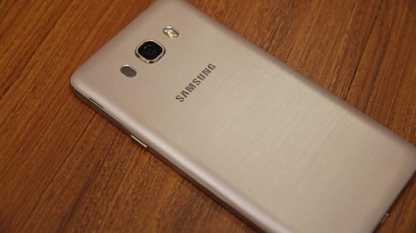 Samsung Galaxy J5/J7(2016)再升級,金屬邊框、超大光圈、S Bike行車安全模式,超值登場 image006
