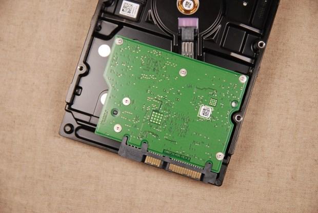 又俗又大碗!Seagate FireCuda 希捷火梭魚平民版固態混合硬碟,讓開機速度有感提升 (含實測) DSC_0203-1