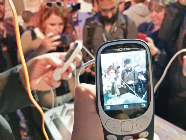 全球矚目!新 Nokia 3310 強勢復刻,發表現場動手玩心得 IMG20170226174334-900x675