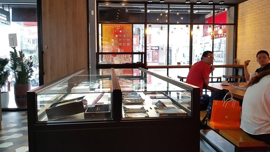 台灣最狂的包膜店!【膜斯密碼】西門旗艦店給你星巴克級的消費體驗 20170426_152032