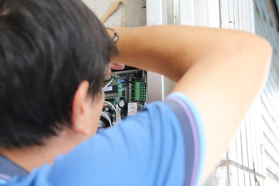 AiGuard 捲門衛士 :讓手機變成電動捲門遙控器,並隨時監控居家安全,忘記帶遙控器免擔心! (加映智慧插座/排插) IMG_5015