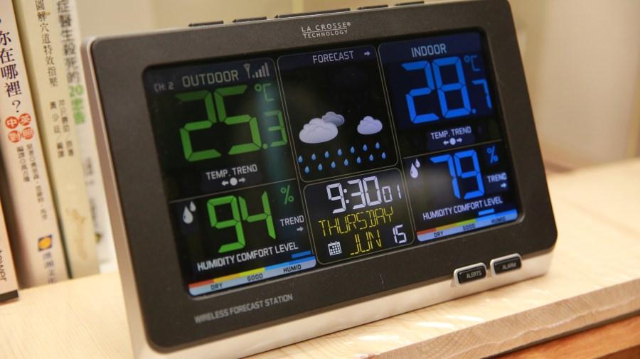 好市多3C:LA CROSSE 無線彩色電子氣象偵測計,具室內外溫溼度監測/預測、天氣預測與日曆報時功能,居家必備超好用! IMG_6668-900x505
