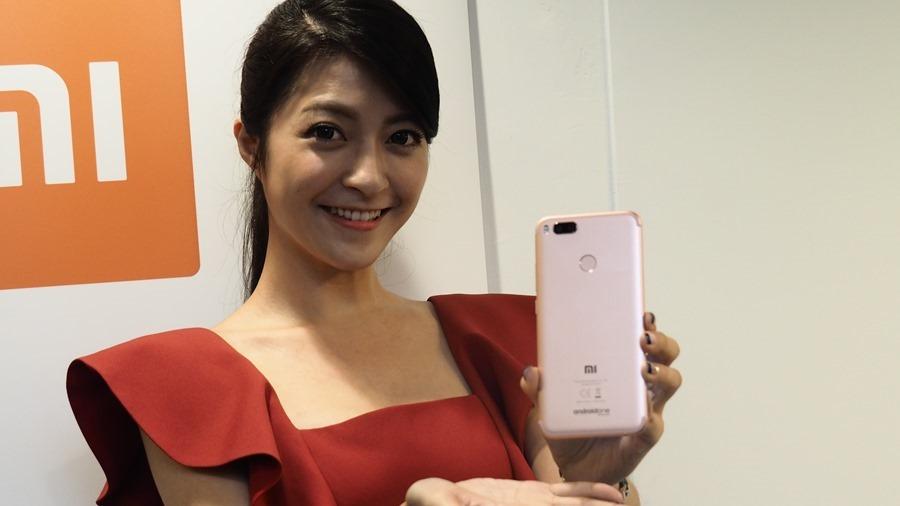 小米全新雙鏡頭手機 Mi A1 強勢登場!!首支搭載 Android one 系統,不到七千元 P9051049