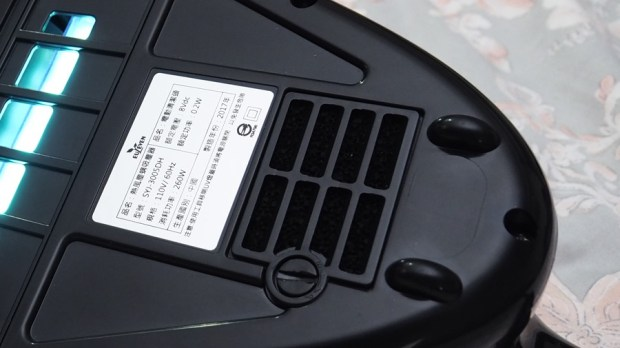 EULEVEN 有樂紛熱風塵螨吸塵器,搭配 UVC 紫外線、60 度熱風,清除床上塵螨看得見 A271924-1