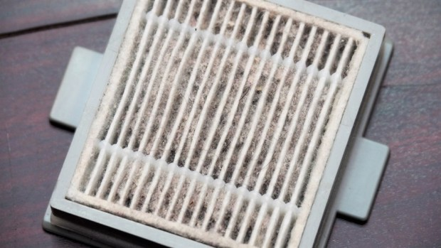 EULEVEN 有樂紛熱風塵螨吸塵器,搭配 UVC 紫外線、60 度熱風,清除床上塵螨看得見 A301955
