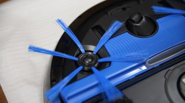 [史上最便宜] 飛利浦掃地機器人(FC8776/31)推薦,超薄機身家具底下空間輕鬆深入清潔 image017