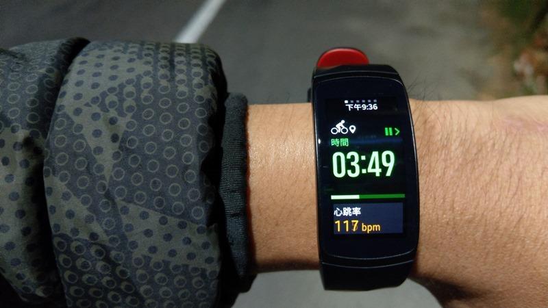 Gear Fit 2 Pro 運動手錶開箱評測,支援5ATM水下50公尺防水,全天候追蹤運動狀態 image032