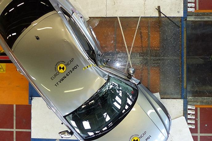 Euro NCAP 2017年度各級距最佳安全車款,你的車有上榜嗎?! vw_arteon_2017_%E7%AB%8B%E6%9F%B1%E5%81%B4%E6%92%9E