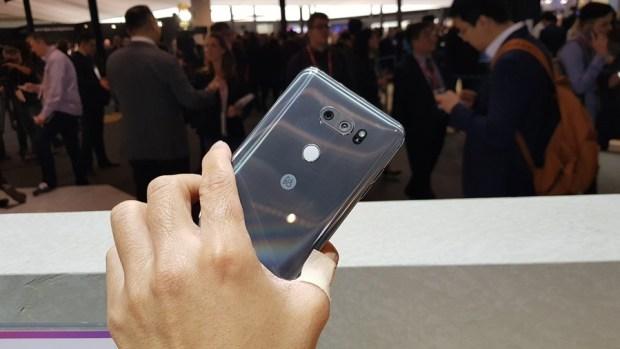 [MWC 2018] 不與爭鋒? LG 在 MWC 僅推出小改款 V30S ThinQ 系列手機,主打相機 AI 功能 20180226_100740