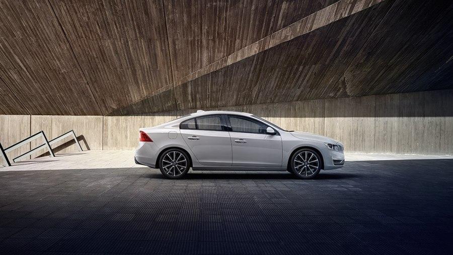 這邊有一批便宜的 Volvo,想買要快喔! S60_3-900x506