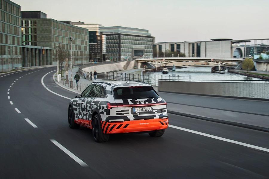 可在 30 分鐘內充飽電的電動休旅車 Audi e-tron SUV %E6%96%B0%E5%9C%96%E7%89%87-3