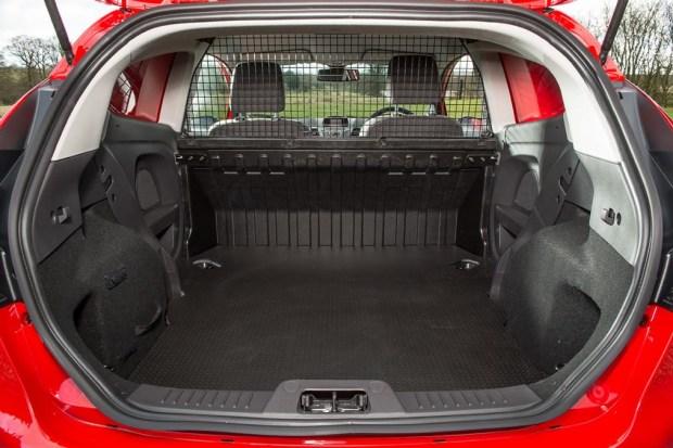 Ford Fiesta 竟然有商用車版本,跟你認知的商用車不一樣 fiesta_van_MK7-900x599