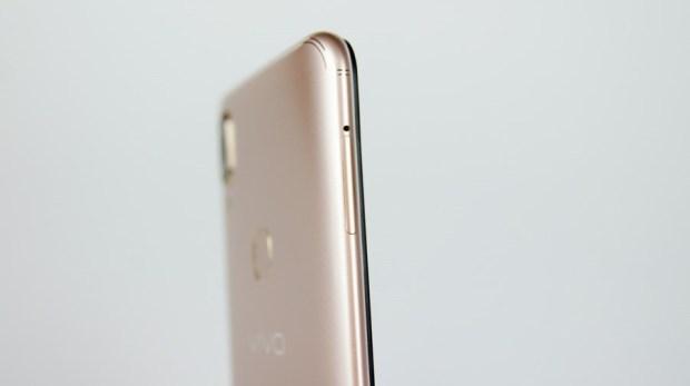 [評測] vivo V9:中階機的規格卻只要入門機的價格,90% 高佔比全螢幕手機 DSC9858