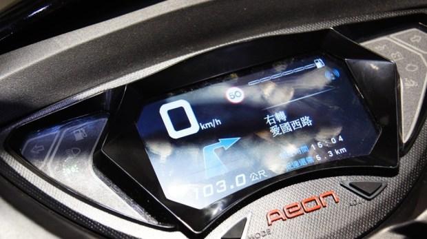 跟呆板的機車儀錶板說拜拜,宏佳騰首創機車智能儀表板 DSC0069