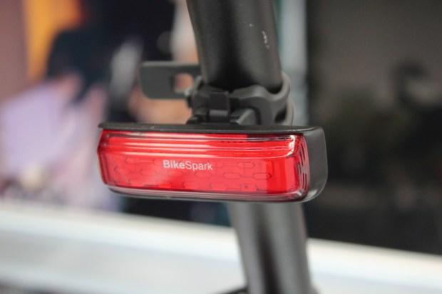 騎得安全,Computex 展出可低光錄影高畫質自行車燈與剎車感應自行車尾燈 IMG_0707-900x600