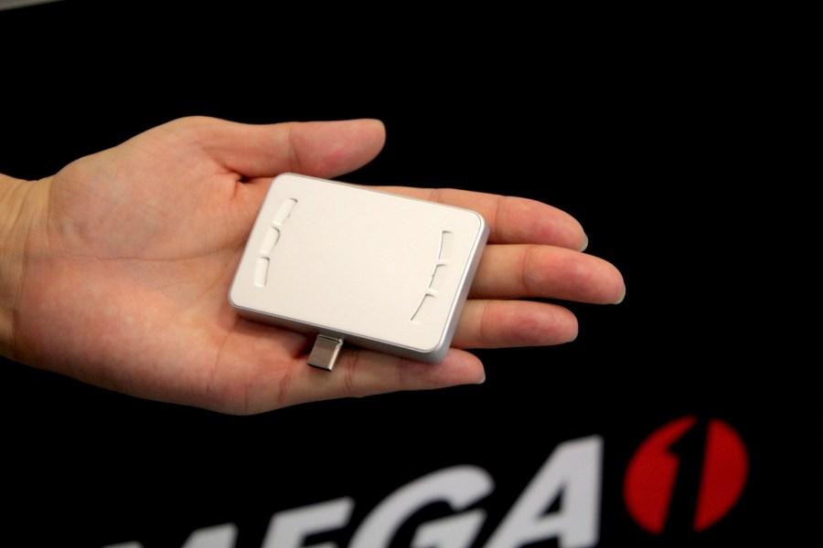 比你手上名片還要小的 MEGA 1-F1 超微型雷射投影卡 IMG_0842-900x600