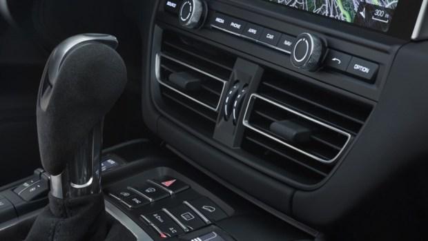持續進化的猛虎,Porsche Macan 改款質感加成 2019-porsche-macan-blue-11-1
