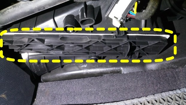 [教學] 開車的你,多久沒關心車子的冷氣濾網了? IMAG0360